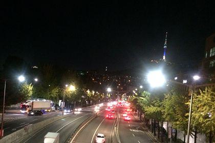 歩道橋から見える南山ソウルタワー