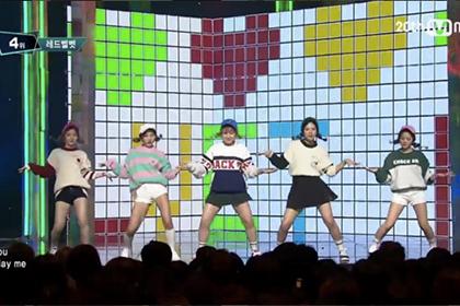 「Red Velvet」も衣装で着用