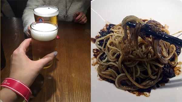 空港内のレストランにてジャジャ麺とビール