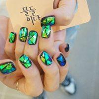 韓流・K-POPアイドルのネイルカタログ