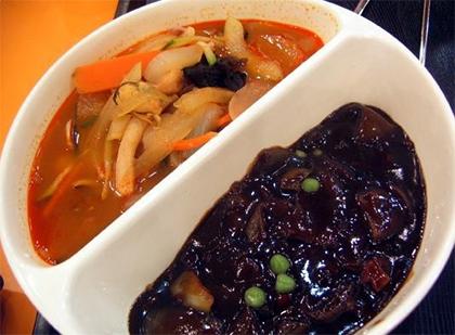 짬짜면(チャンポン+ジャージャー麺)