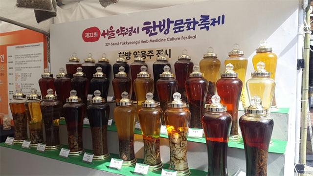 漢方薬用酒展示の展示