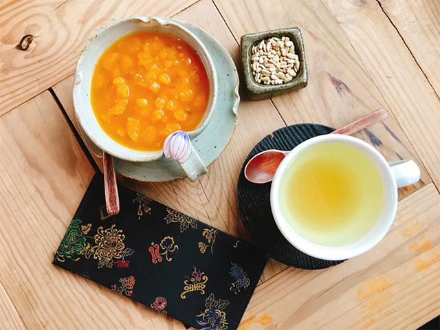 柚子茶とシッケを注文