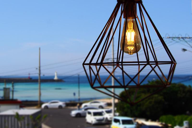 セファ海岸の目の前にあるお洒落カフェ