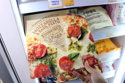ピザなどの冷凍食品も充実