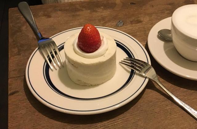 オススメなのはケーキ