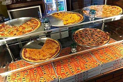 人気のランドリーピザ、チーズピザ
