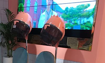 「FTISLAND」「CNBLUE」の事務所が運営するカフェ『FNC WOW』