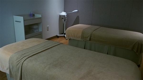 施術は個室、カップルルーム