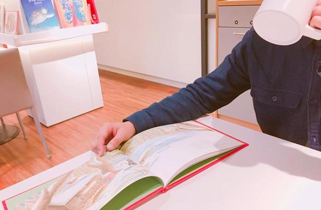 絵本を読みながらだと楽しく学べる