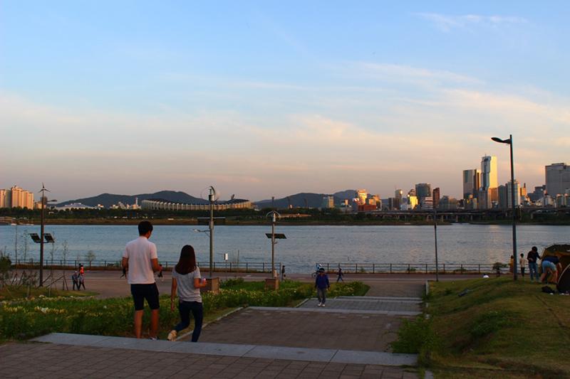 漢江(ハンガン)公園でサイクリング