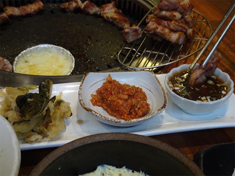 キムチ、味噌、醤油ソース