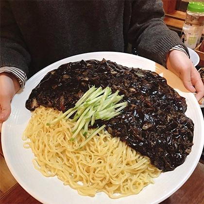 中和佳庭 怪物ジャージャー麺