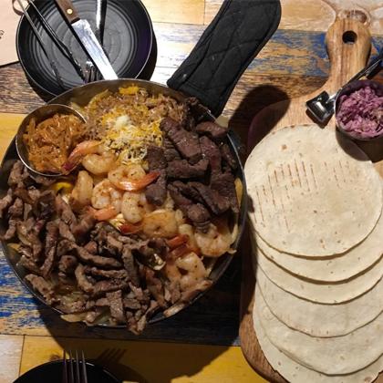 감성타코(カムソンタコ)というメキシコ料理