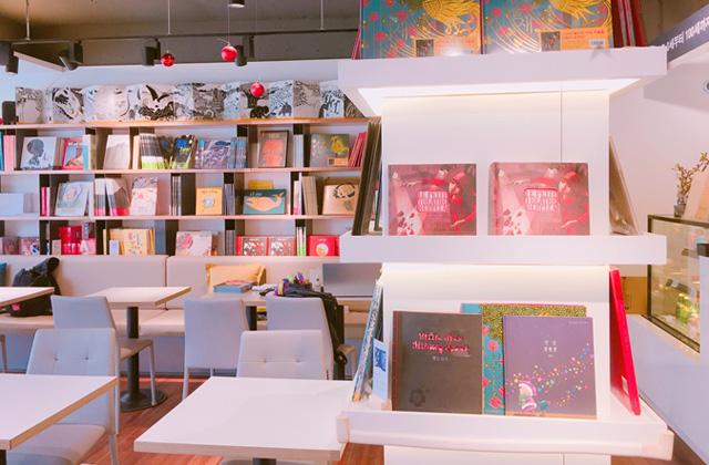 ブックカフェ『노란우산 / yellow umbrella』