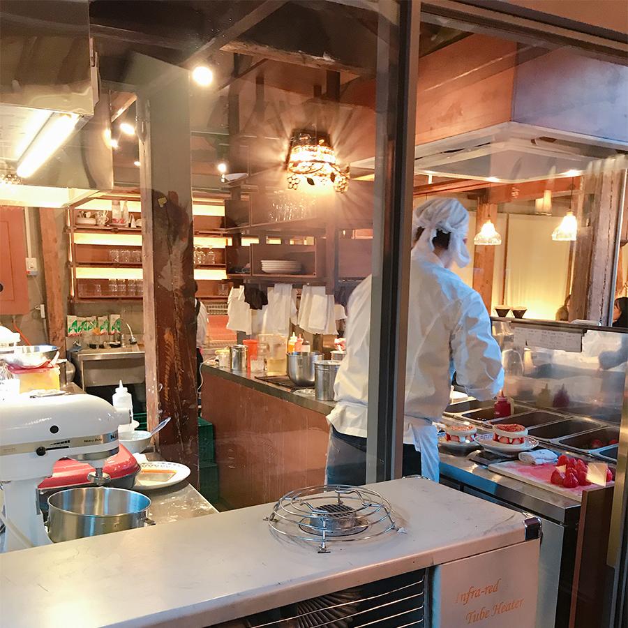 アンティークカフェ『椿洋菓店』