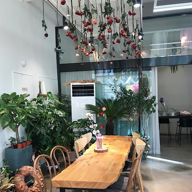 『THE PIOLA』というフラワーカフェ